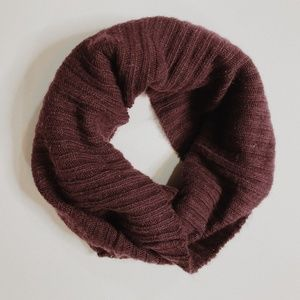 • H&M • maroon knit infinity scarf